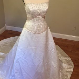 Allure extremely beautiful  8 ivory / champagne